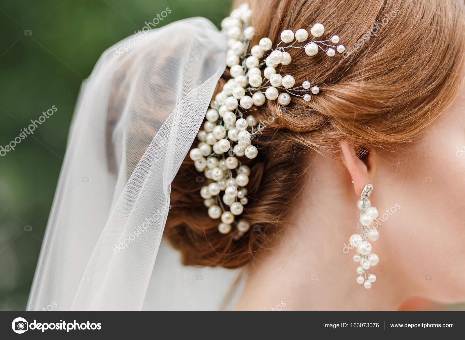 Braut Hochzeit Ohrringe Mit Perlen Und Frisur Mit Schleier Close Up