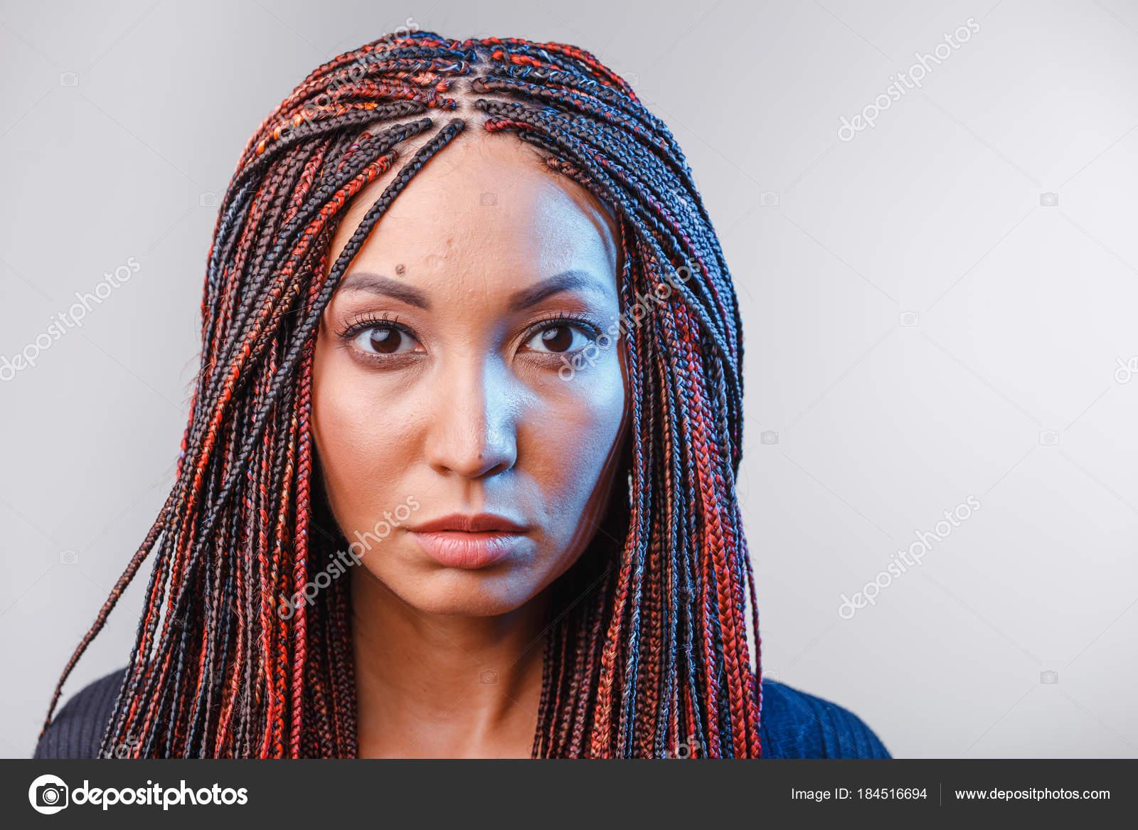 Trenzas Mujeres Afro Mujer Con El Afro Trenzas Moda Peinado En