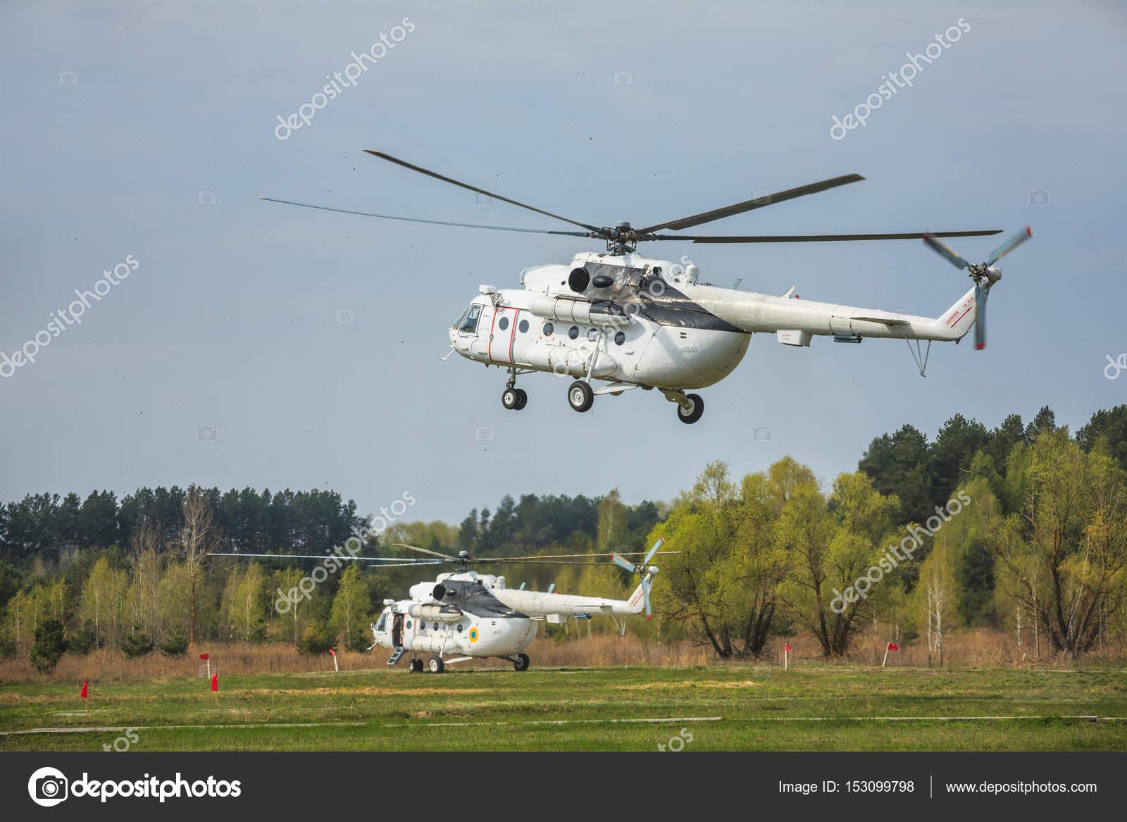 Elicottero 8 : Elicottero militare ucraini mi u foto editoriale stock