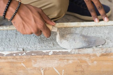contruction worker laying bricks
