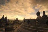 Photo borobudur,very famous landmark in java, indonesia during sunset