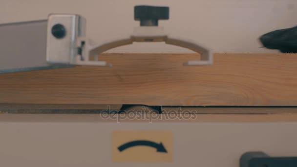 Dřevo, leštící bruska