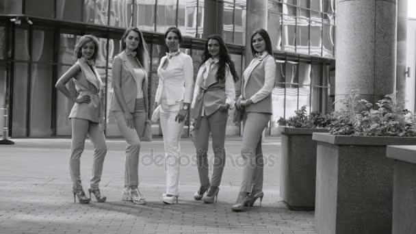 Atraktivní podnikání žen a nehýbej se