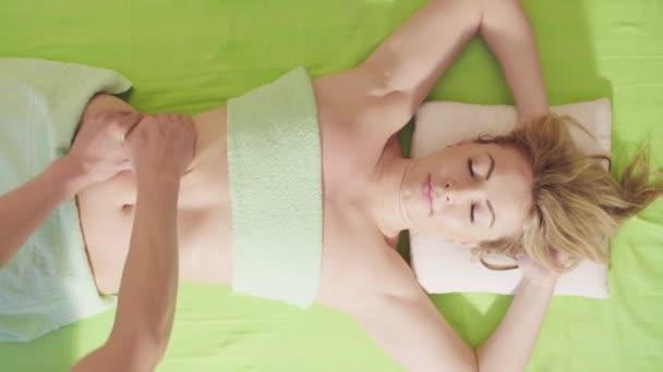 Cokoliv dělá masáž břicha Zenske