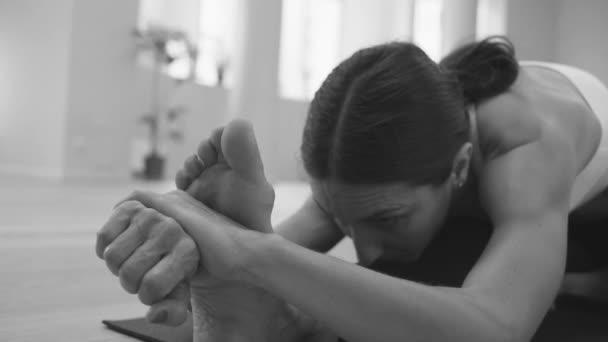 Jógy. Žena, která dělá jógu ásany