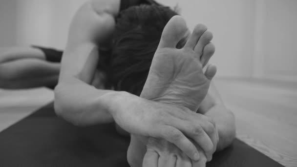 Jóga. Ember csinál jóga ászanák