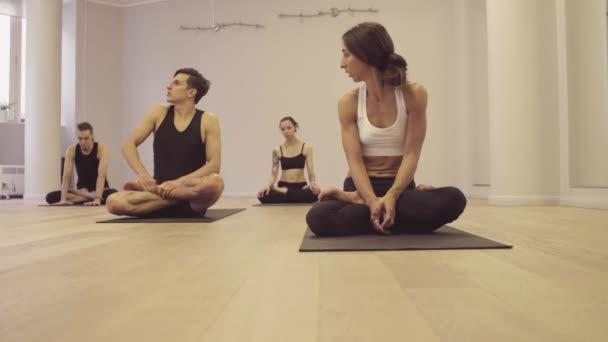 Jóga. Ashtanga jóga. Lótusz póz