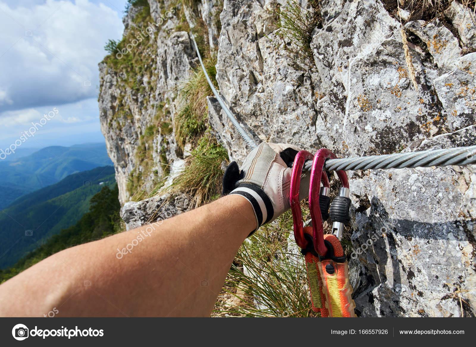 Klettersteig Weibl : Bergsteiger klettern am klettersteig u stockfoto xalanx
