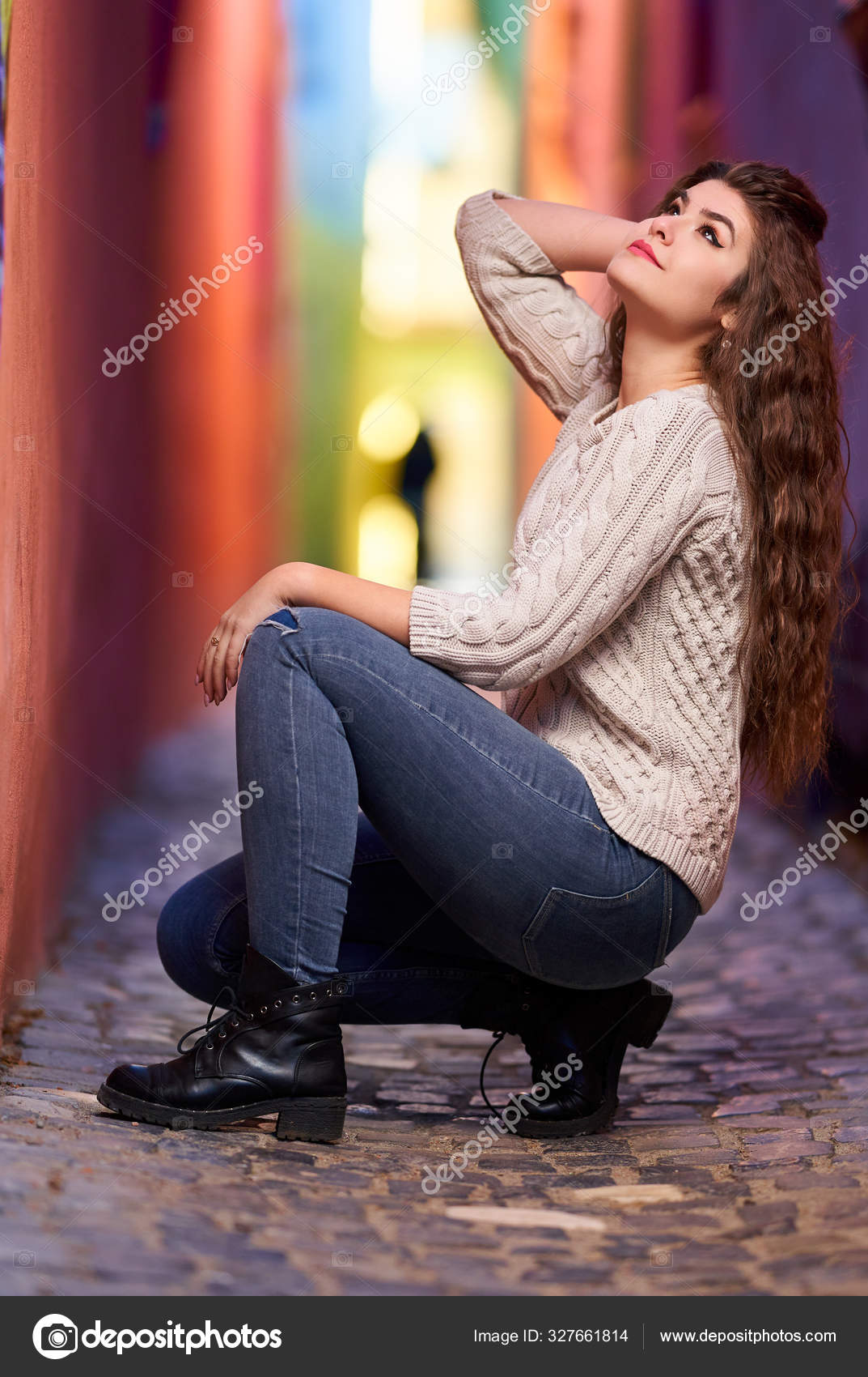 Eine Junge Russin In Engen Jeans