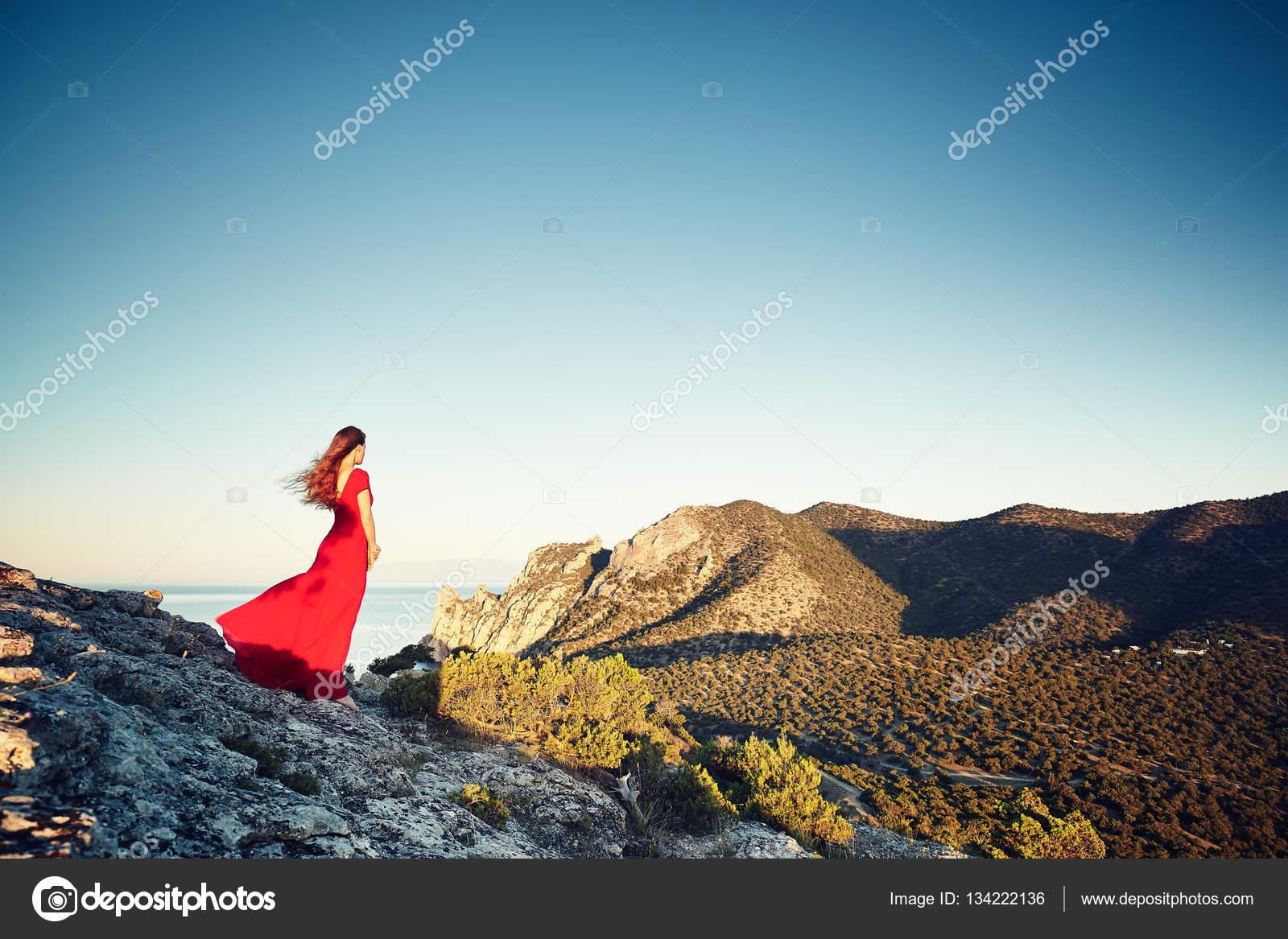 Красивые платья в горах