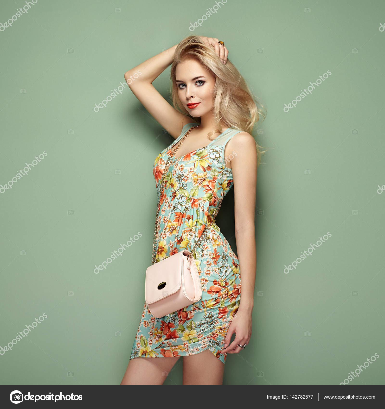 Sommerkleider fur blonde frauen