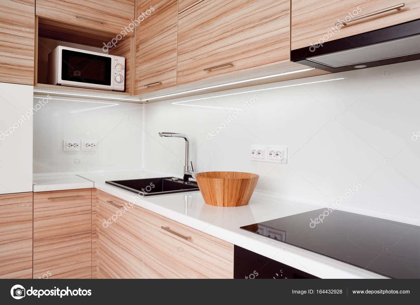 moderne kleine Küche — Stockfoto © kpatyhka #164432928