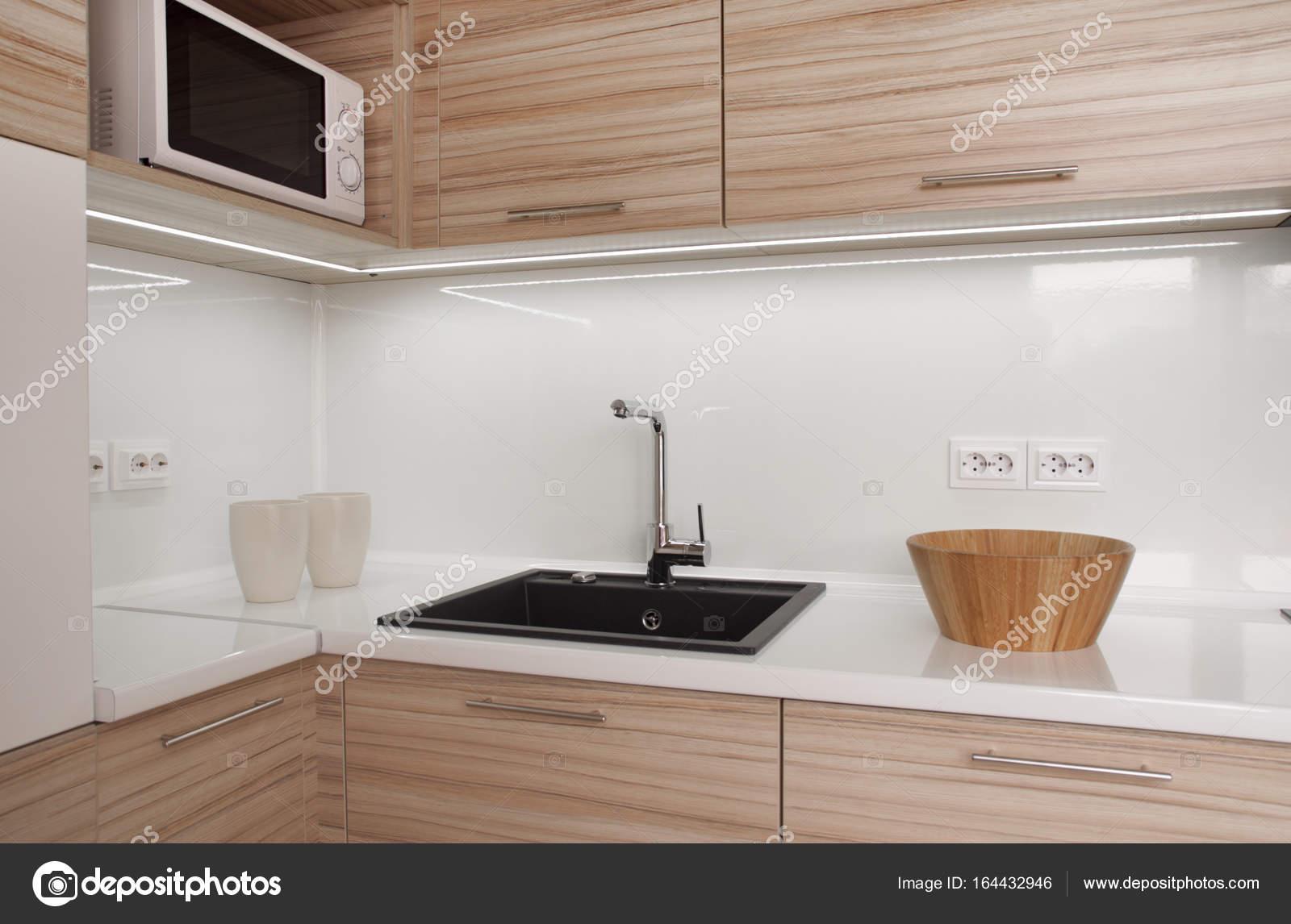 moderne kleine Küche — Stockfoto © kpatyhka #164432946