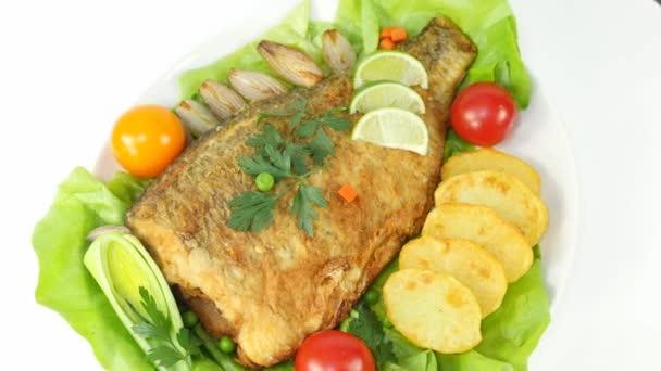 Pečená ryba se salátem