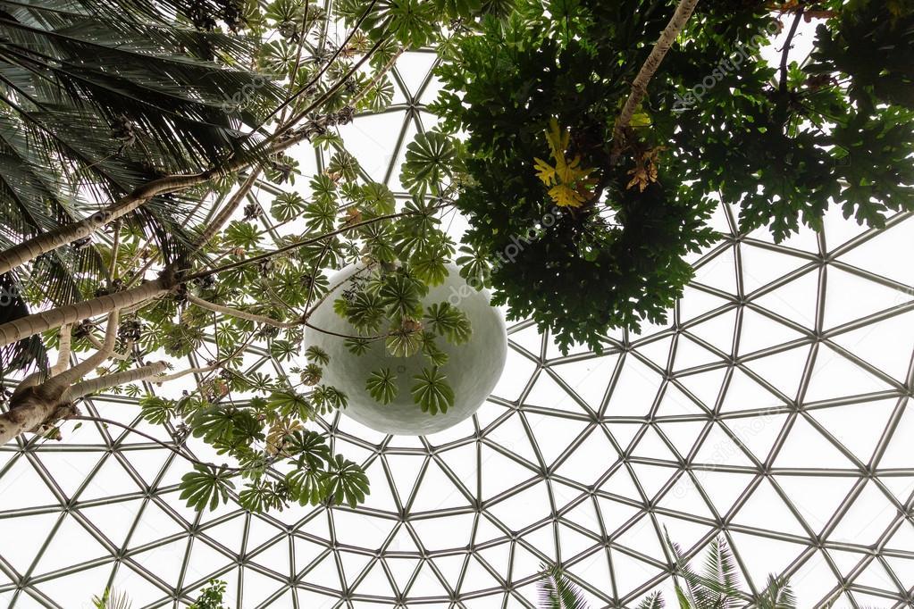 Geodätische Kuppel dach der geodätischen kuppel stockfoto dbvirago 126556708