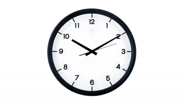 Klasické analogové hodiny pohybující se izolovaně na bílém pozadí. Čas ubíhá 1 minuta, začíná v deset deset.