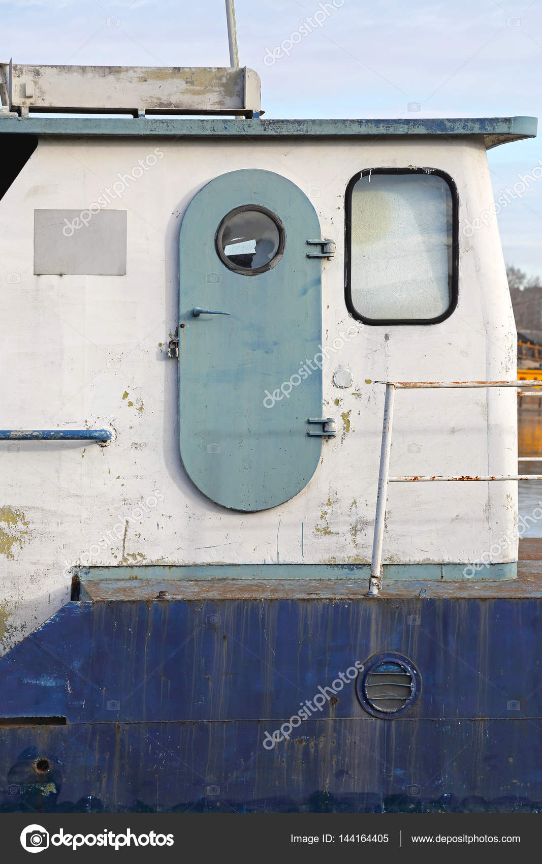 Watertight Ship Door u2014 Stock Photo & Watertight Ship Door u2014 Stock Photo © Baloncici #144164405