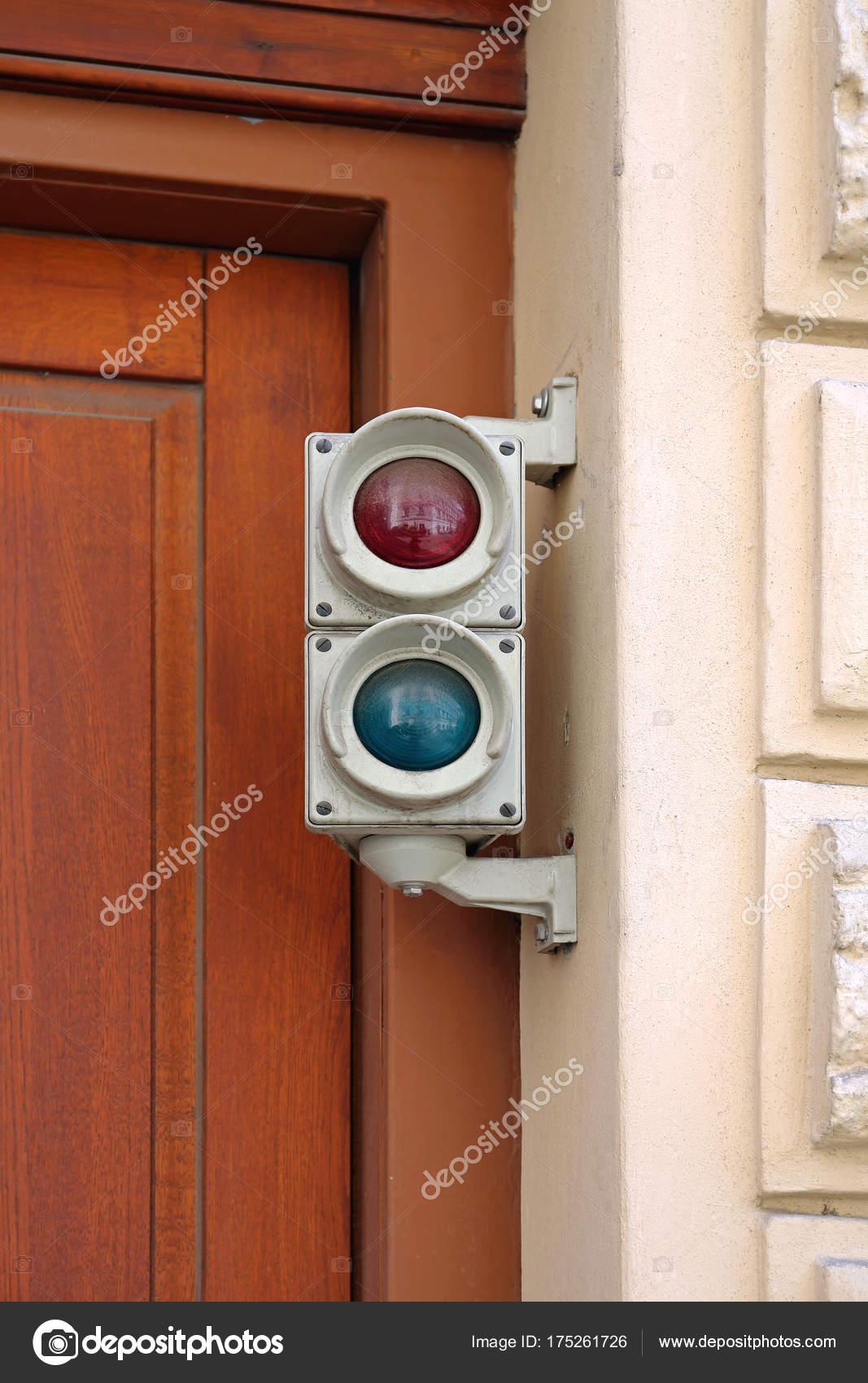 Ampel Garage Stockfoto C Baloncici 175261726