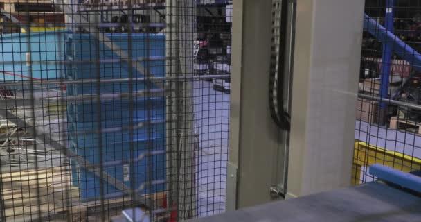 Lift a szállítás műanyag dobozok Distribution Warehouse