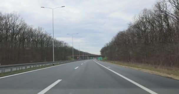 Řízení na Prázdné silnici Evropa