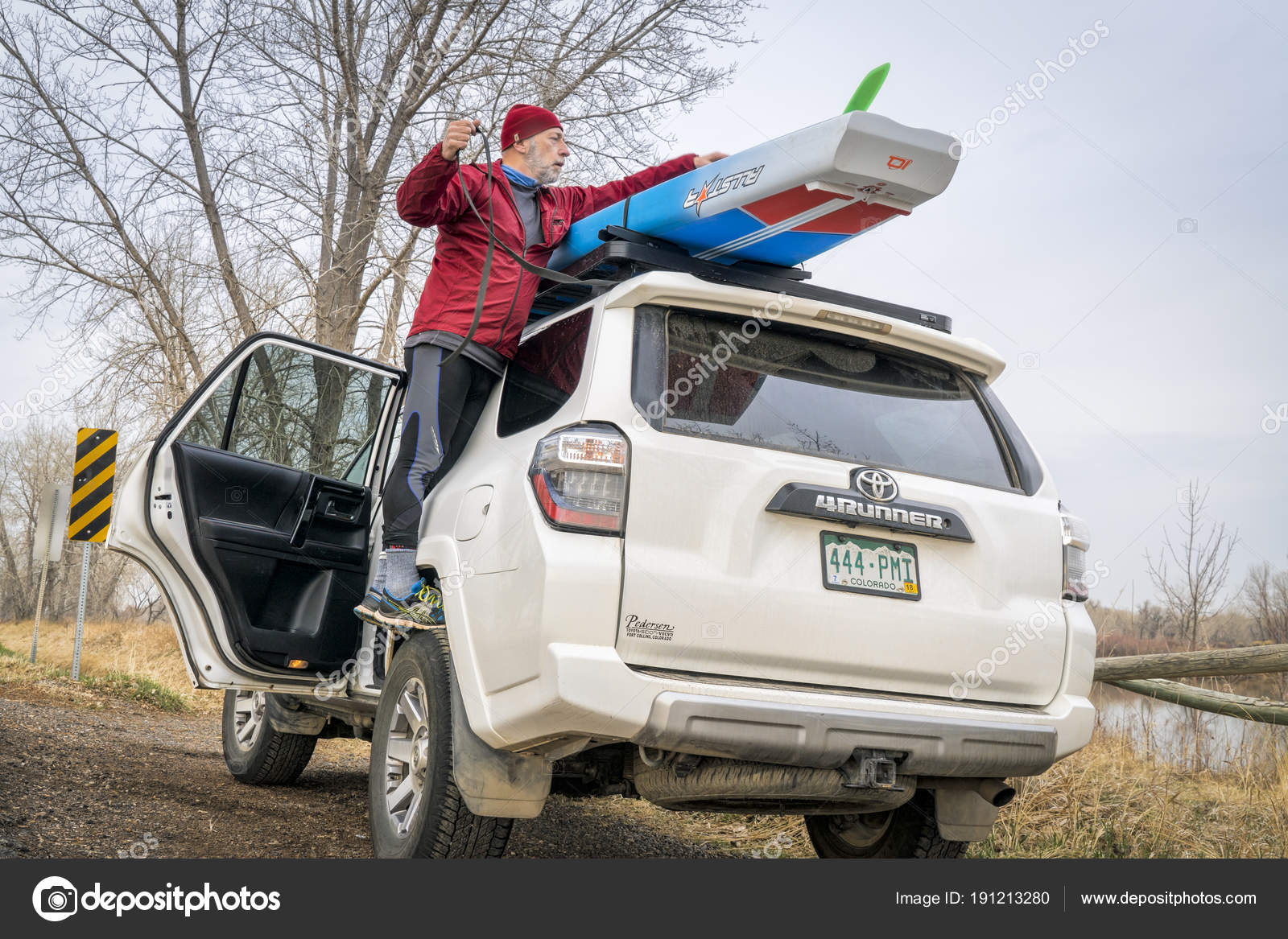 Paddle Board Car Racks >> Unloading Stand Up Paddleboard From Car Roof Racks Stock