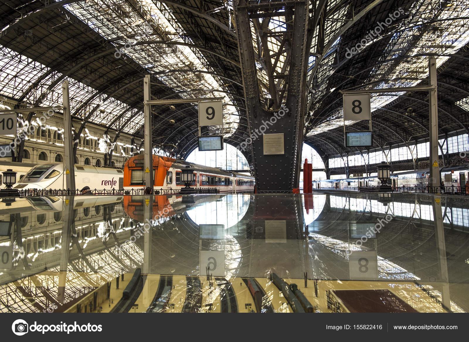 バルセロナのフランス鉄道駅 (フ...