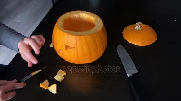 Come Fare Zucca Di Halloween Video.Intagliare Una Zucca Di Halloween Se Siete In Vena Di Festeggiare