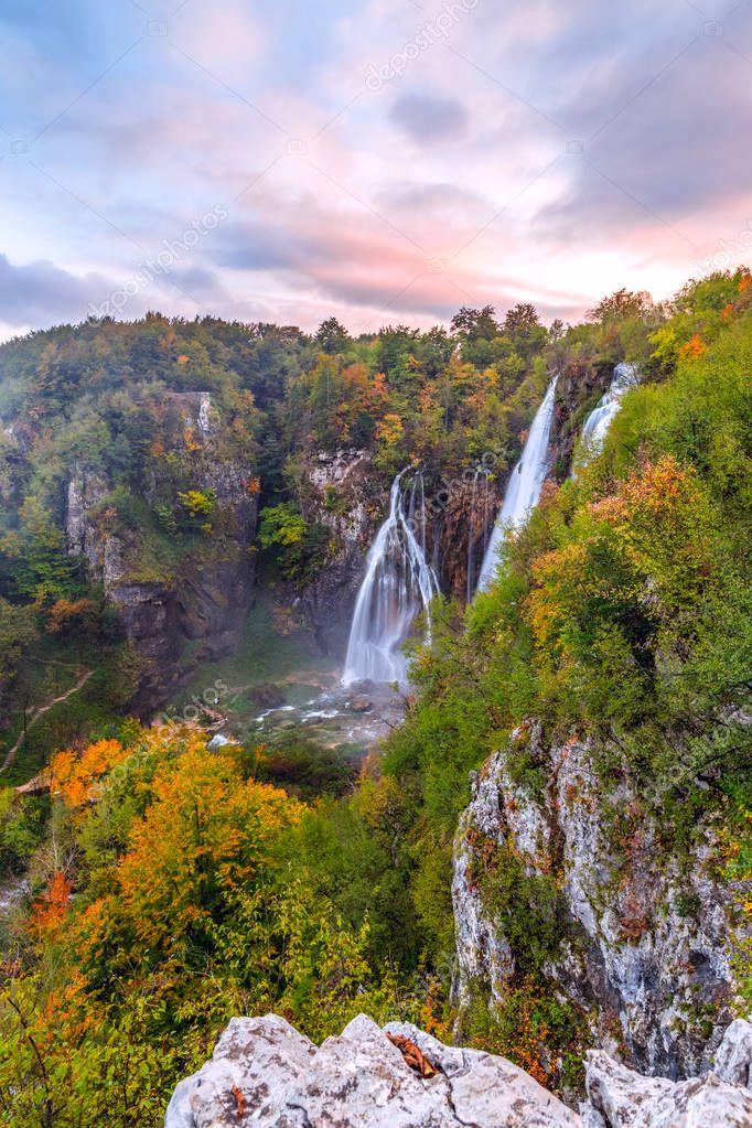 Фотообои Beautiful waterfall autumn in  Plitvice National Park, Croatia
