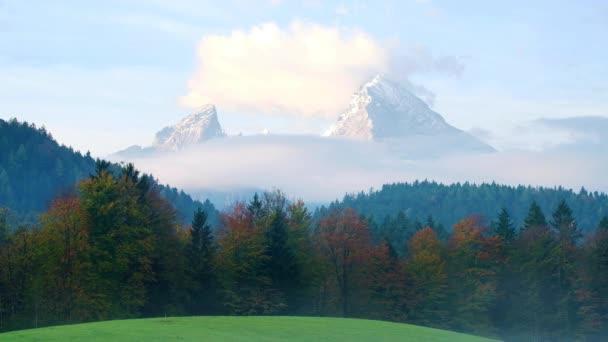 idyllische herbstlandschaft in den bayerischen alpen, nationalpark berchtesgadener land, bayern, deutschland