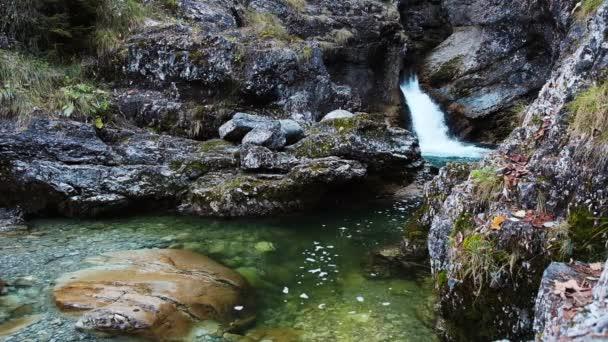 Kaskade von Kuhfluchtwasserfall in der Nähe von Farchant, Garmisch-Partenkirchen, Bayern, Deutschland
