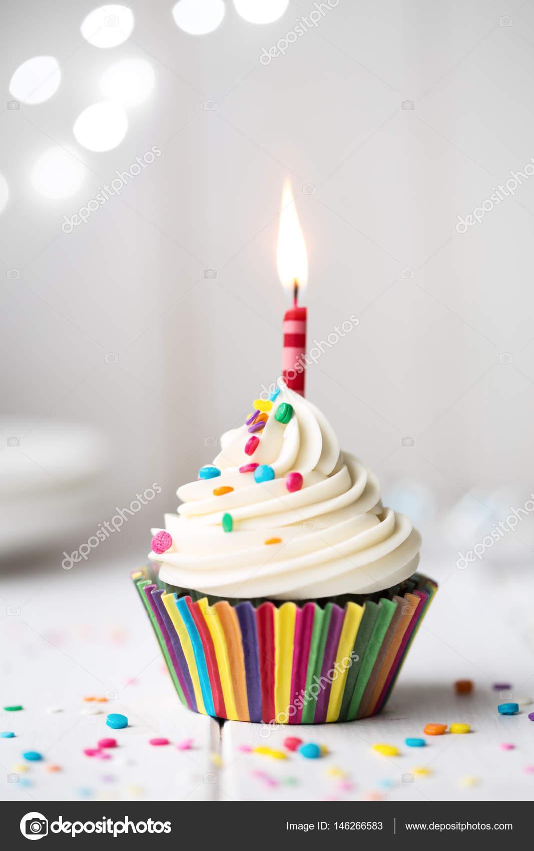Geburtstag Cupcake Mit Kerze Stockfoto C Ruthblack 146266583