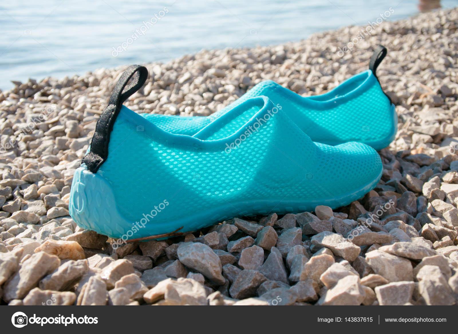 ab5210557a768c Взуття плавання на пляжі — Стокове фото — Спорт © loriklaszlo #143837615