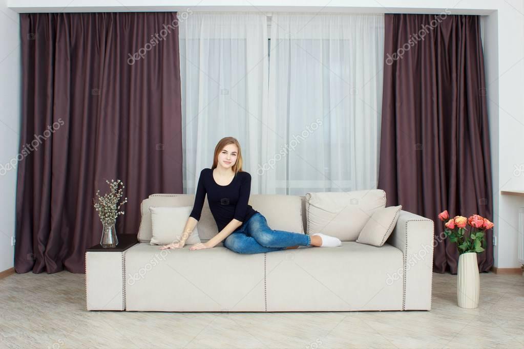 Heiße Teens Auf Der Couch