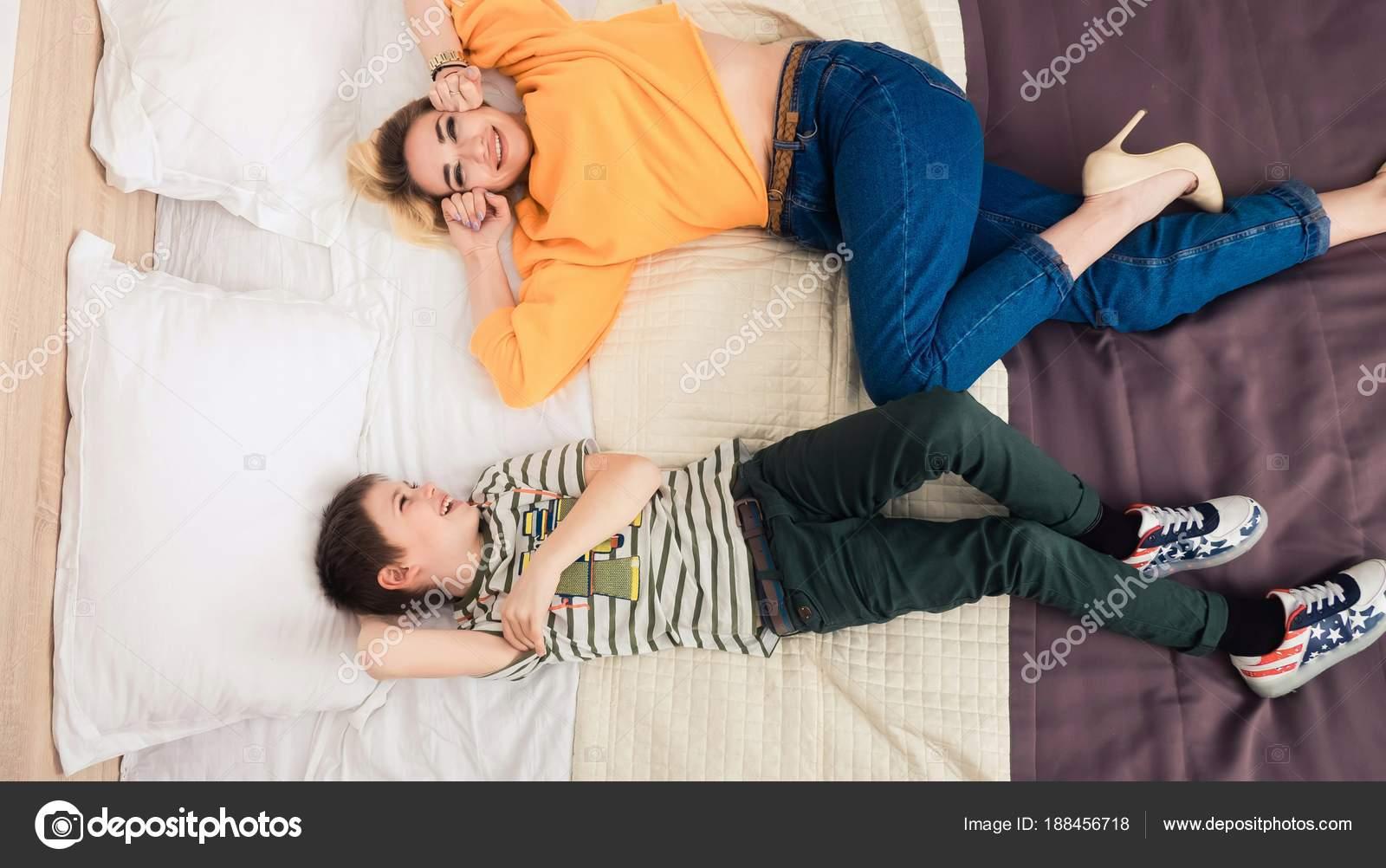 Соитие мамы с сыном, Порно: мама и сын. Инцест мамы и сына. Секс мамы 14 фотография