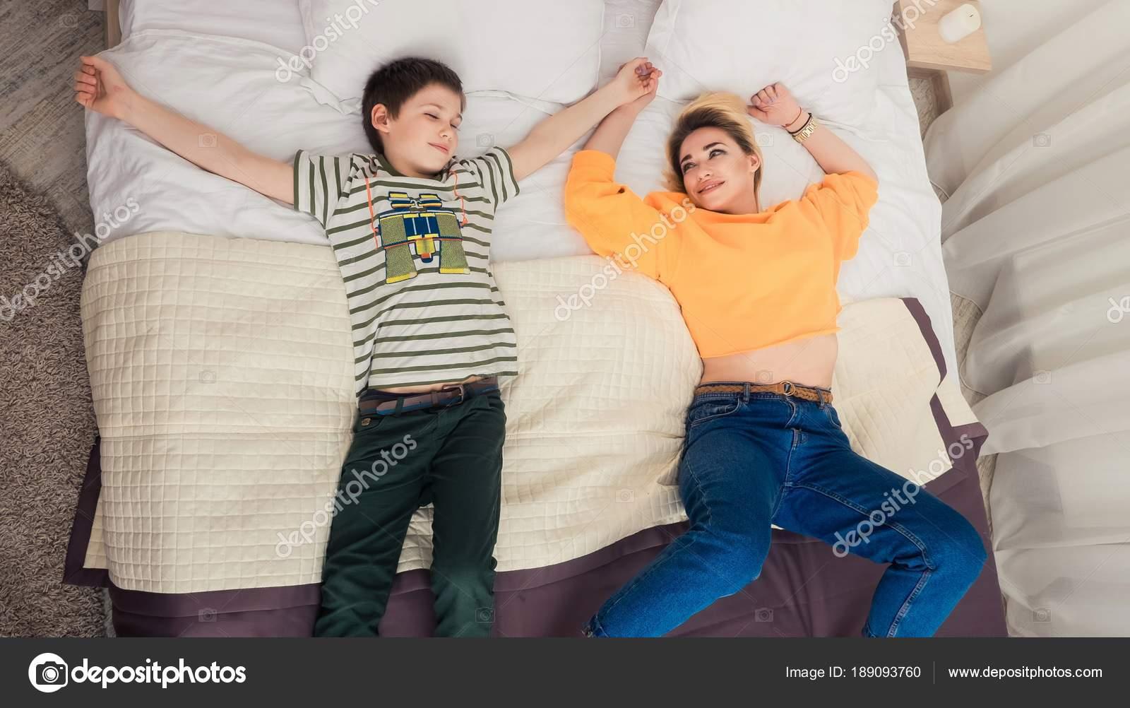 Син ебет свою родную мать, Сын трахнул свою родную мать смотреть онлайн на 10 фотография