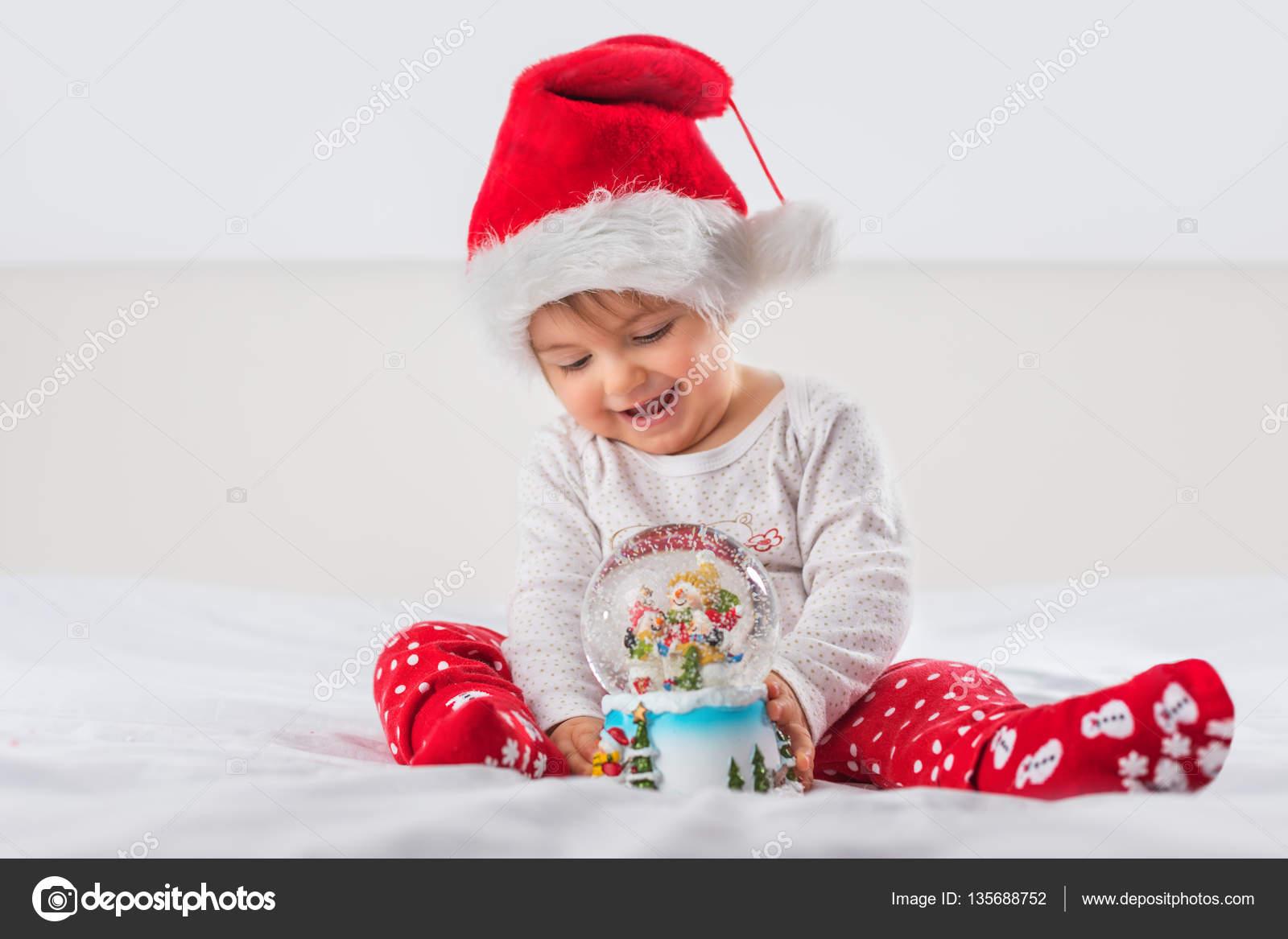 niño Navidad en sombrero de santa — Foto de stock © valio84sl  135688752 bda39e9f5aa