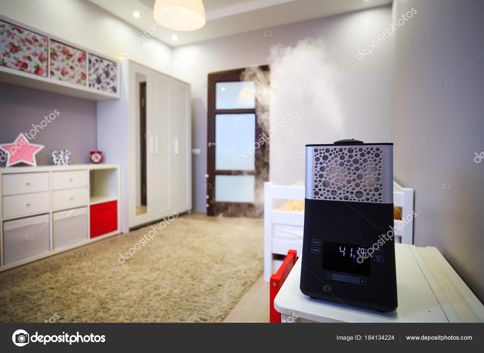 Moderner Luftbefeuchter im Kinderzimmer — Stockfoto ...