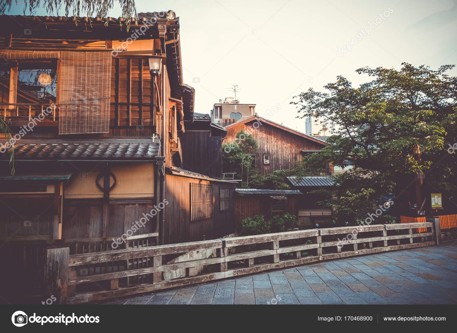 Japanische Häuser traditionelle japanische häuser am fluss shirakawa gion bezirk k