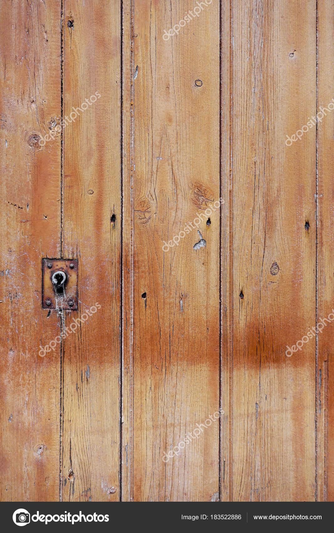 Porta in legno grezzo — Foto Stock © daboost #183522886