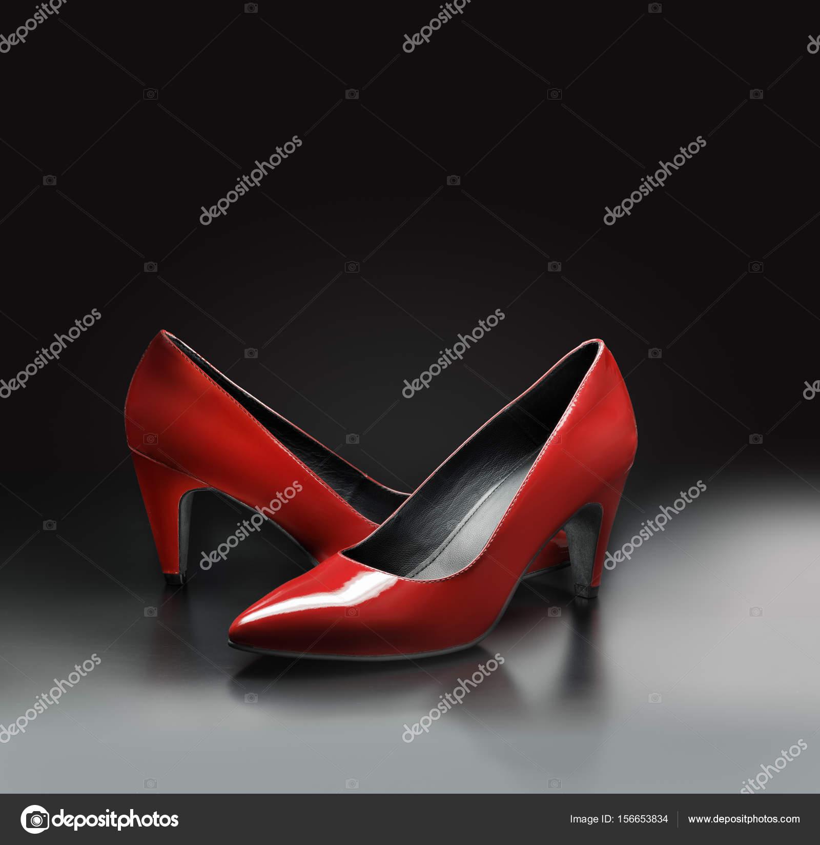 Rote Pumps Schuhe — Stockfoto © stocksnapper #156653834