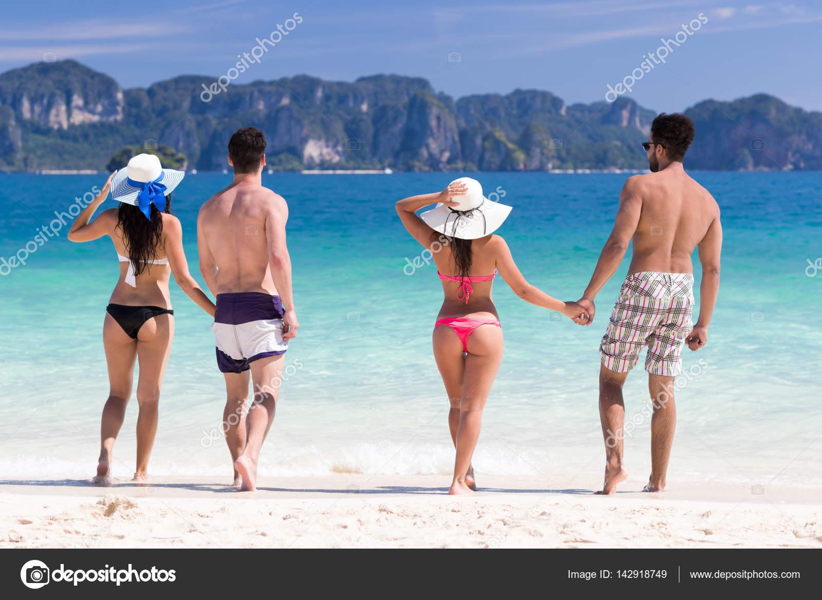 Молодые пары на пляже фото 636-633