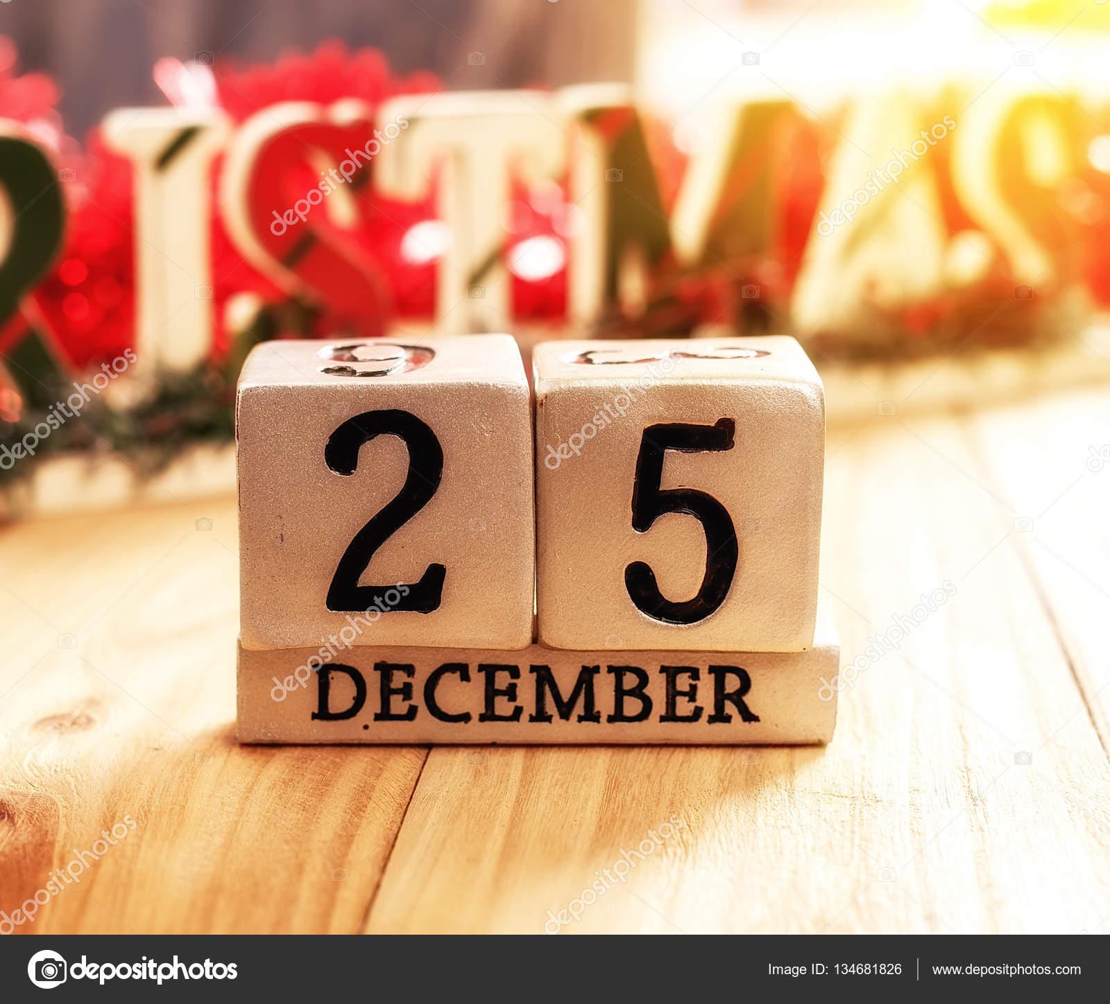 firefox naptár a fából készült háttér December 25 naptár — Stock Fotó © firefox  firefox naptár
