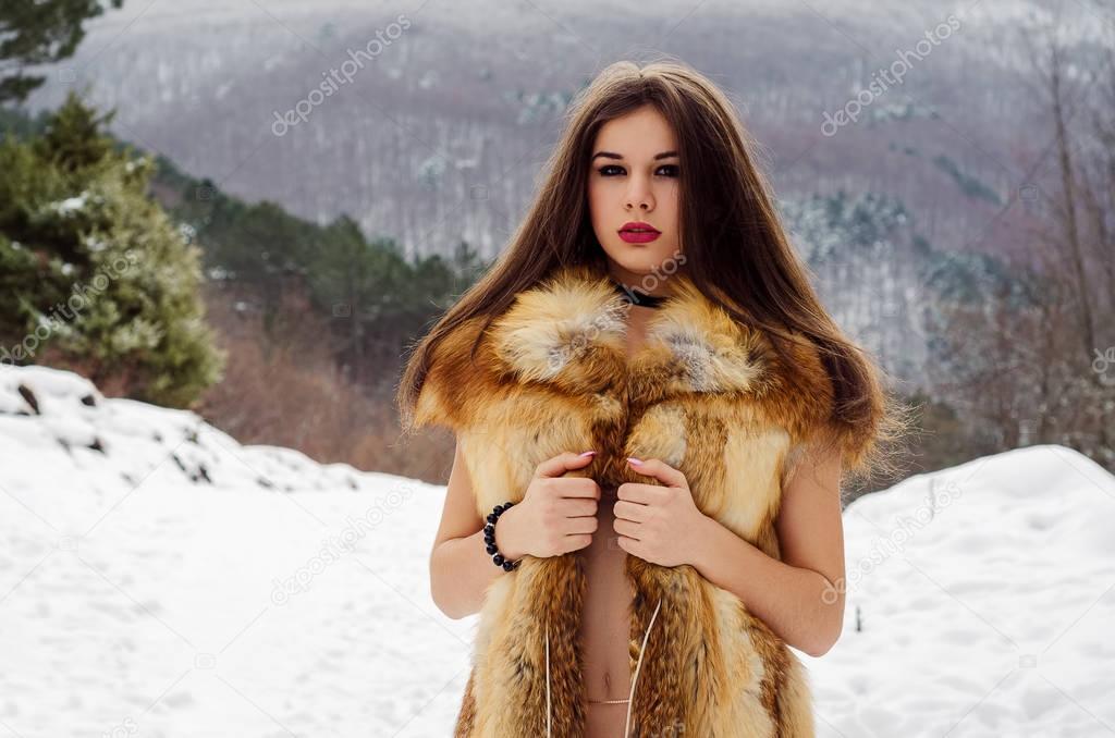 seductive-girl-in-fur-white