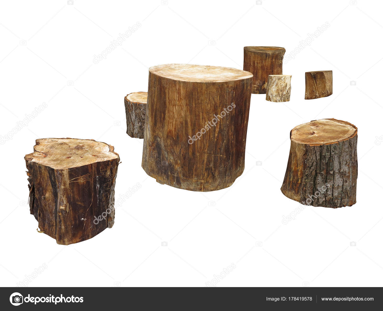 Mobili da giardino realizzati dal ceppo di legno isolata sul