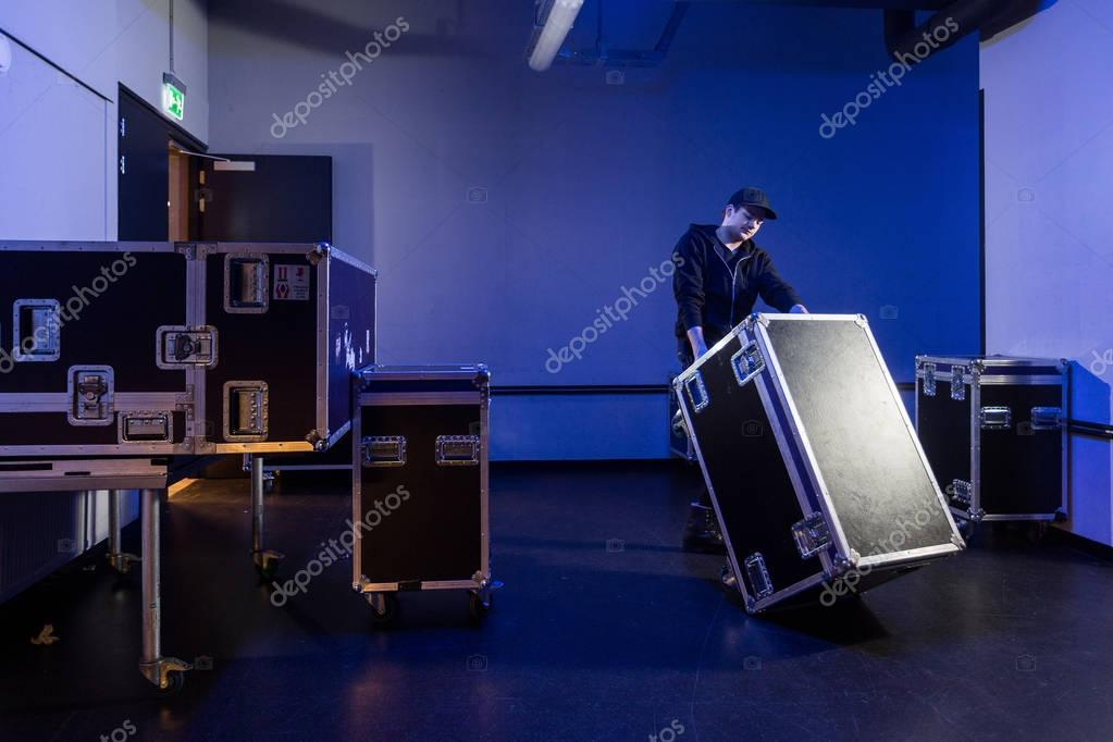 Roadie tipping over a flightcase