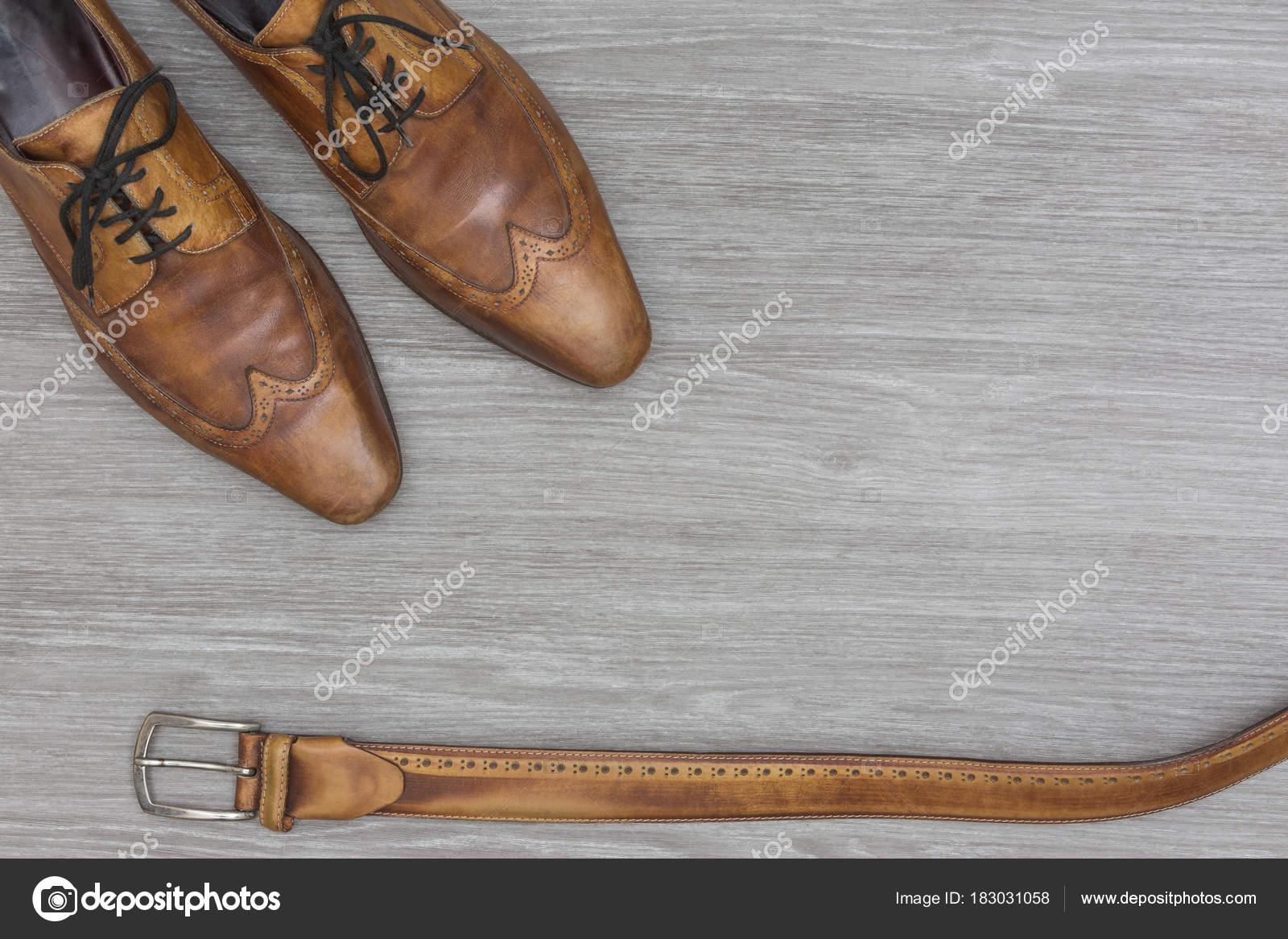 Herrenschuhe und gurtel