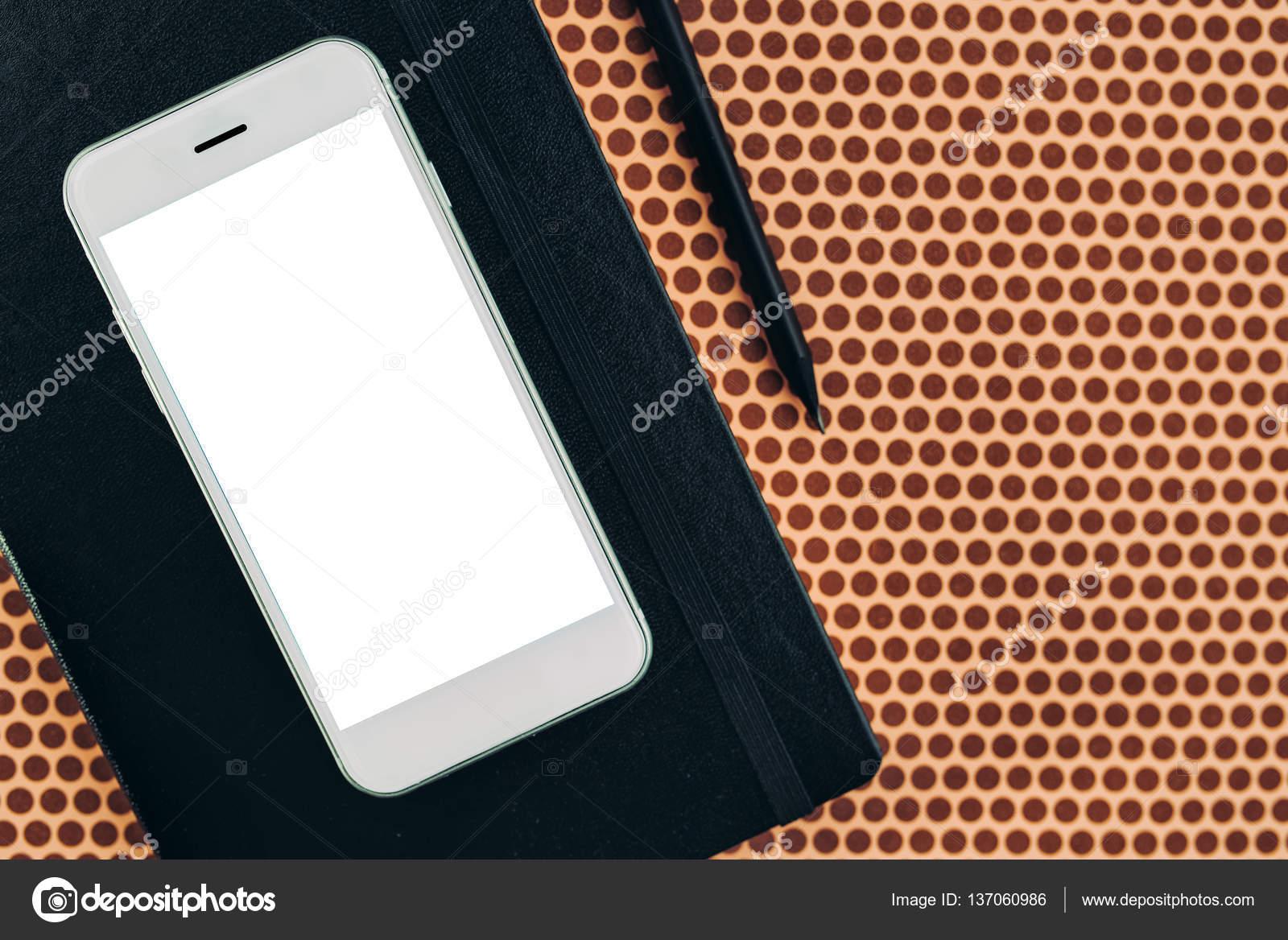 Фото умный вид. Умный телефон и ноутбук, офис стол топ вид макет.