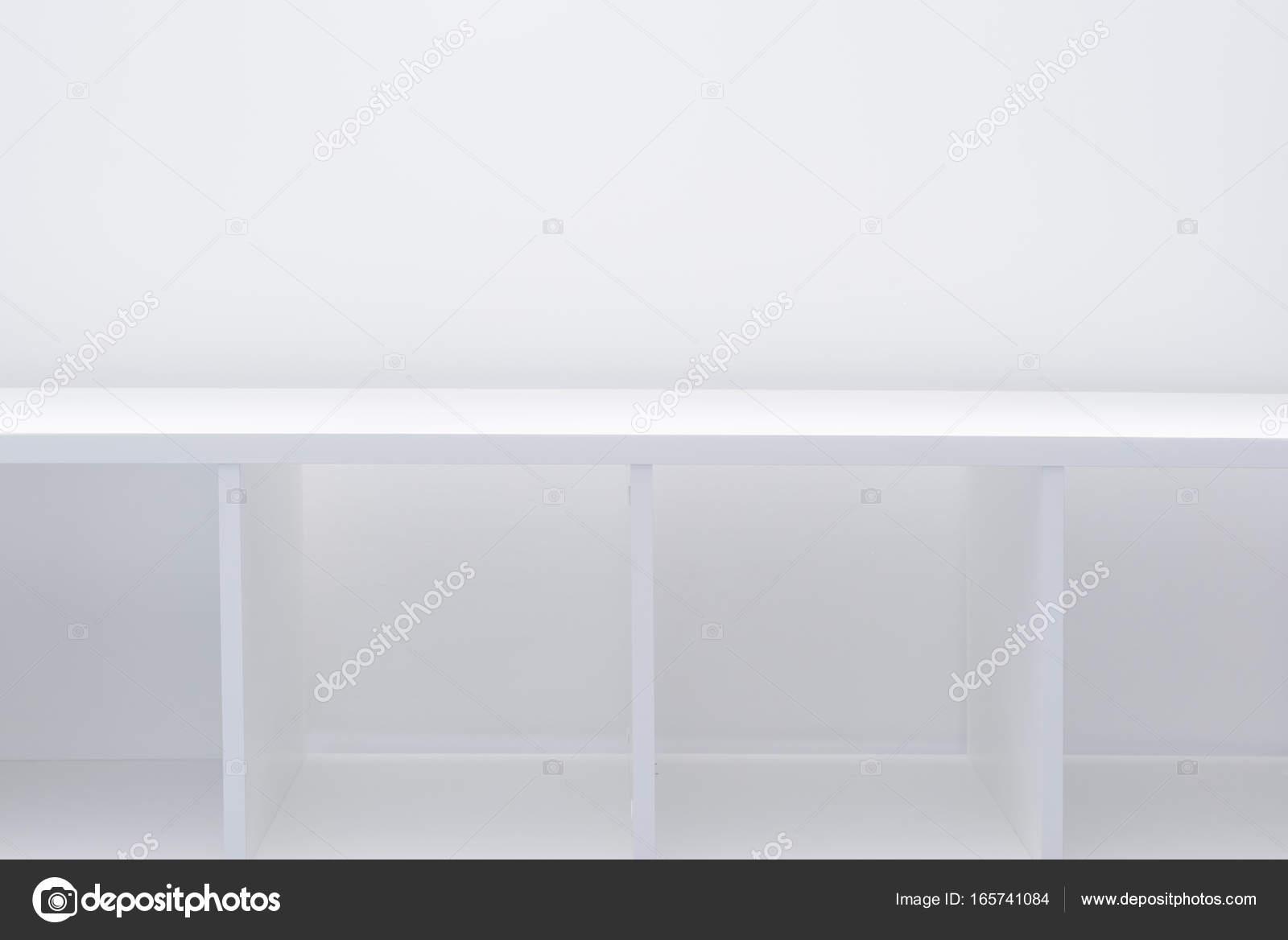 Mensole Per Ufficio : Libreria ufficio o libreria vuota mensole u2014 foto stock