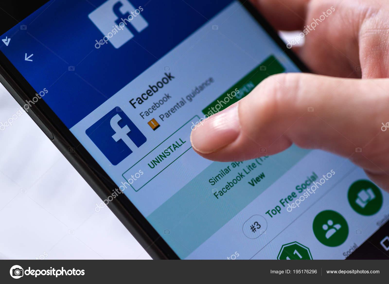 Uninstall Facebook mobile app for smartphones – Stock