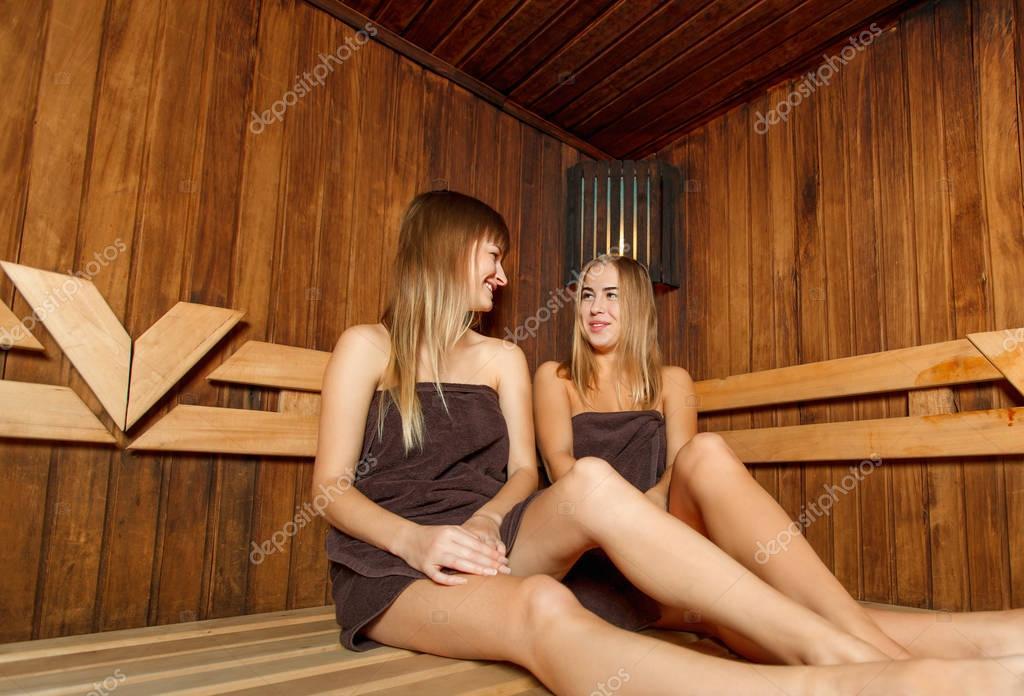 Девчонки в бане онлайн есть